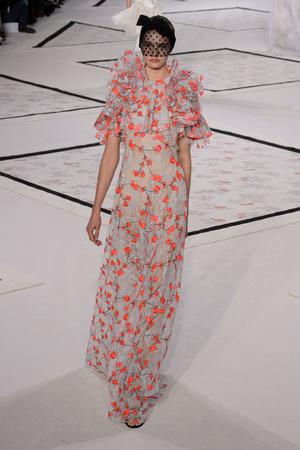 Показ Giambattista Valli коллекции сезона Весна-лето 2015 года Haute couture - www.elle.ru - Подиум - фото 592920