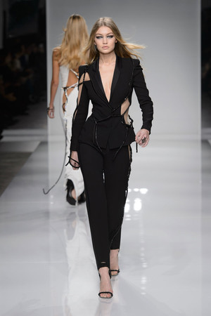 Показ Atelier Versace коллекции сезона Весна-лето  2016 года Haute couture - www.elle.ru - Подиум - фото 602600