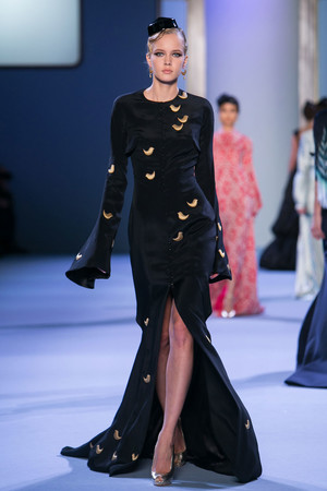 Показ Ulyana Sergeenko коллекции сезона Весна-лето 2014 года Haute couture - www.elle.ru - Подиум - фото 574775