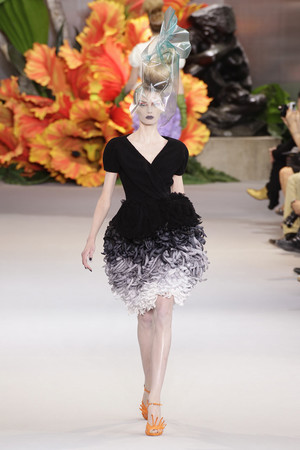 Показ Christian Dior коллекции сезона Осень-зима 2010-2011 года haute couture - www.elle.ru - Подиум - фото 167446