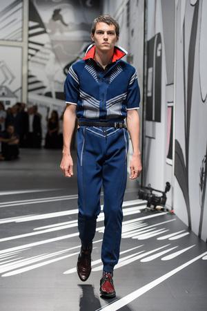 Показ Prada коллекции сезона Весна-лето 2018 года Men prêt-à-porter - www.elle.ru - Подиум - фото 622769