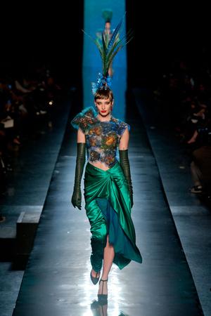 Показ Jean Paul Gaultier коллекции сезона Весна-лето 2014 года haute couture - www.elle.ru - Подиум - фото 575193
