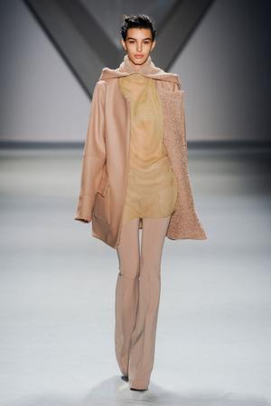Показ Vera Wang коллекции сезона Осень-зима 2012-2013 года prêt-à-porter - www.elle.ru - Подиум - фото 346592