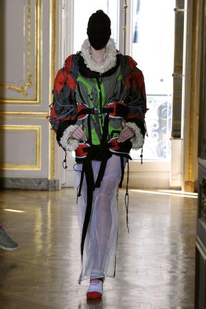 Показ Maison Martin Margiela коллекции сезона Осень-зима 2011-2012 года haute couture - www.elle.ru - Подиум - фото 277116