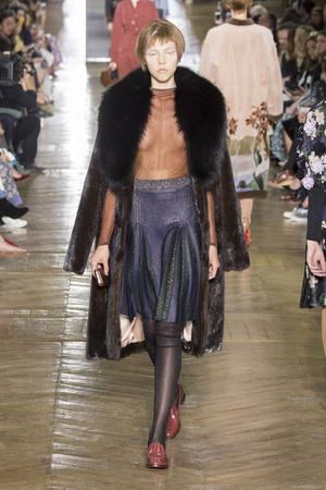 Показ Ulyana Sergeenko коллекции сезона Осень-зима 2016-2017 года Haute couture - www.elle.ru - Подиум - фото 606877