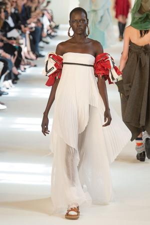 Показ Maison Margiela коллекции сезона Осень-зима 2016-2017 года Haute couture - www.elle.ru - Подиум - фото 607163