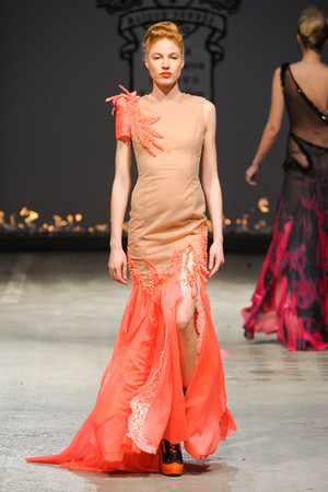 Показ On Aura Tout Vu коллекции сезона Весна-лето 2012 года Haute couture - www.elle.ru - Подиум - фото 332398