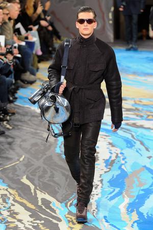 Показ Louis Vuitton коллекции сезона Осень-зима 2014-2015 года Men prêt-à-porter - www.elle.ru - Подиум - фото 573748