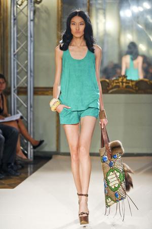 Показ Simonetta Ravizza коллекции сезона Весна-лето 2012 года Prêt-à-porter - www.elle.ru - Подиум - фото 301315
