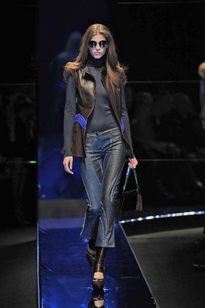 Показ Versace коллекции сезона Осень-зима 2010-2011 года Prêt-à-porter - www.elle.ru - Подиум - фото 151149