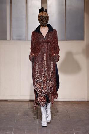 Показ Maison Martin Margiela коллекции сезона Весна-лето 2013 года Haute couture - www.elle.ru - Подиум - фото 480784