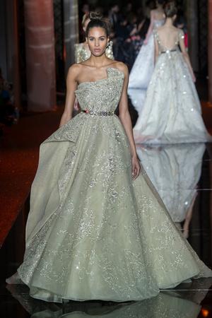 Показ Zuhair Murad коллекции сезона Весна-лето  2017 года haute couture - www.elle.ru - Подиум - фото 616735