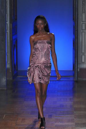 Показ Anne Valerie Hash коллекции сезона Весна-лето 2010 года haute couture - www.elle.ru - Подиум - фото 138018