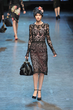 Показ Dolce & Gabbana коллекции сезона Осень-зима 2010-2011 года Prêt-à-porter - www.elle.ru - Подиум - фото 151839