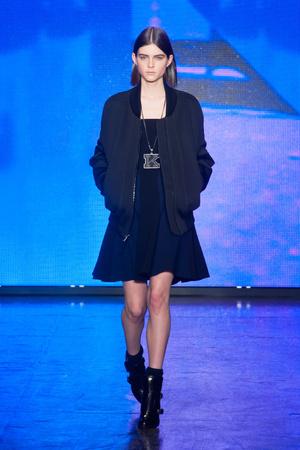 Показ DKNY коллекции сезона Осень-зима 2013-2014 года prêt-à-porter - www.elle.ru - Подиум - фото 488046