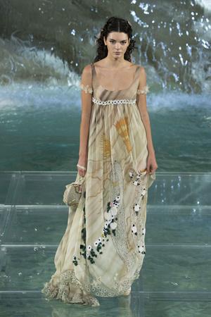 Показ Fendi коллекции сезона Осень-зима 2016-2017 года Haute couture - www.elle.ru - Подиум - фото 607465