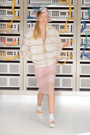 Показ Chanel коллекции сезона Весна-лето  2017 года Prêt-à-porter - www.elle.ru - Подиум - фото 607930