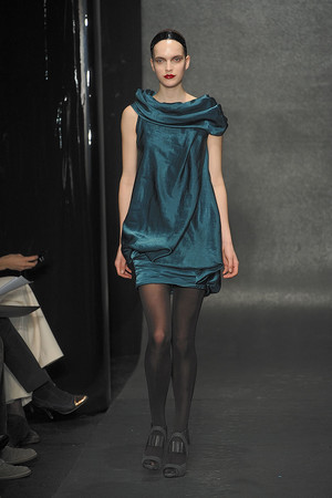 Показ Donna Karan коллекции сезона Осень-зима 2010-2011 года Prêt-à-porter - www.elle.ru - Подиум - фото 145206