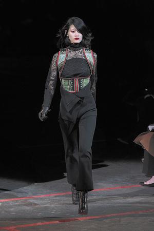 Показ Givenchy коллекции сезона Осень-зима 2010-2011 года Prêt-à-porter - www.elle.ru - Подиум - фото 156190