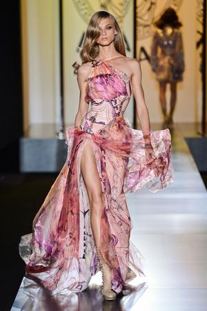 Показ Atelier Versace коллекции сезона Осень-зима 2012-2013 года Haute couture - www.elle.ru - Подиум - фото 402905