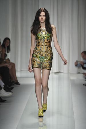 Показ Versace коллекции сезона Весна-лето 2010 года prêt-à-porter - www.elle.ru - Подиум - фото 117604