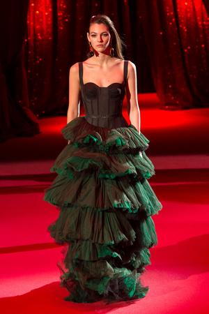 Показ Ulyana Sergeenko коллекции сезона Весна-лето  2017 года haute couture - www.elle.ru - Подиум - фото 616863