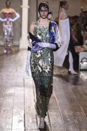 Показ Maison Martin Margiela коллекции сезона Осень-зима 2014-2015 года haute couture - www.elle.ru - Подиум - фото 585103