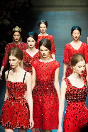 Показ Dolce & Gabbana коллекции сезона Осень-зима 2013-2014 года Prêt-à-porter - www.elle.ru - Подиум - фото 524898
