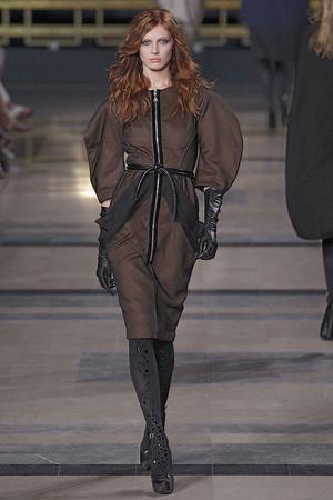 Показ Stephane Rolland коллекции сезона Осень-зима 2010-2011 года Haute couture - www.elle.ru - Подиум - фото 168036