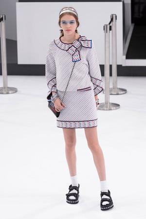 Показ Chanel коллекции сезона Весна-лето  2016 года prêt-à-porter - www.elle.ru - Подиум - фото 602266