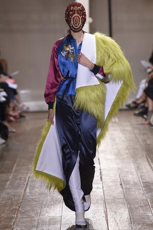 Показ Maison Martin Margiela коллекции сезона Осень-зима 2014-2015 года haute couture - www.elle.ru - Подиум - фото 585110