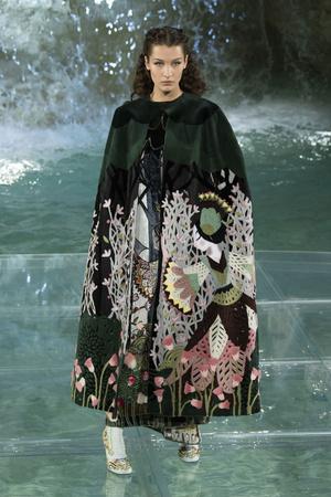 Показ Fendi коллекции сезона Осень-зима 2016-2017 года Haute couture - www.elle.ru - Подиум - фото 607470