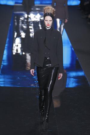Показ Karl Lagerfeld коллекции сезона Осень-зима 2010-2011 года Prêt-à-porter - www.elle.ru - Подиум - фото 156000