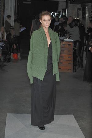 Показ Atelier Gustavo Lins коллекции сезона Весна-лето 2010 года Haute couture - www.elle.ru - Подиум - фото 138339