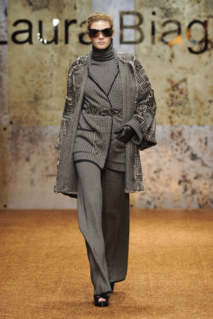 Показ Laura Biagiotti коллекции сезона Осень-зима 2012-2013 года prêt-à-porter - www.elle.ru - Подиум - фото 366221