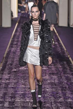 Показ Atelier Versace коллекции сезона Осень-зима 2014-2015 года Haute couture - www.elle.ru - Подиум - фото 584597
