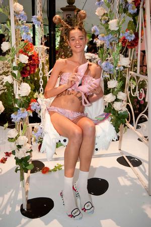 Показ Sophia Webster коллекции сезона Весна-лето 2014 года prêt-à-porter - www.elle.ru - Подиум - фото 563794