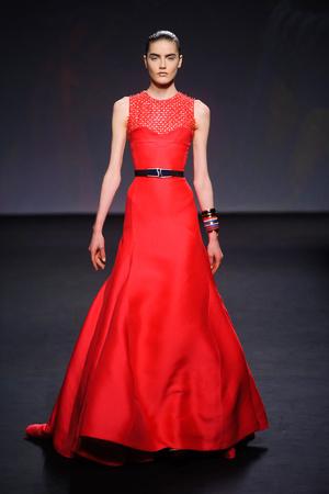 Показ Christian Dior коллекции сезона Осень-зима 2013-2014 года haute couture - www.elle.ru - Подиум - фото 556348