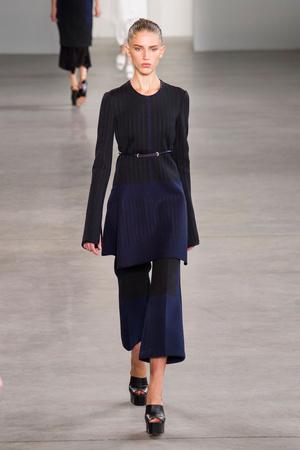 Показ Calvin Klein Collection коллекции сезона Весна-лето 2015 года Prêt-à-porter - www.elle.ru - Подиум - фото 587184