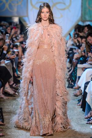 Показ Elie Saab коллекции сезона Осень-зима 2017-2018 года Haute couture - www.elle.ru - Подиум - фото 624187