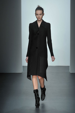 Показ Calvin Klein коллекции сезона Осень-зима 2009-2010 года prêt-à-porter - www.elle.ru - Подиум - фото 89313