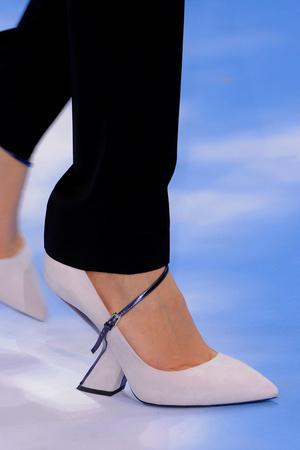 Показ Christian Dior коллекции сезона Осень-зима 2013-2014 года prêt-à-porter - www.elle.ru - Подиум - фото 542604