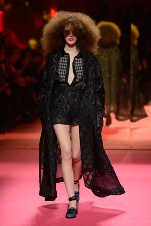 Показ Schiaparelli коллекции сезона Весна-лето 2015 года Haute couture - www.elle.ru - Подиум - фото 592947