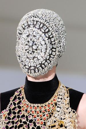 Показ Maison Martin Margiela коллекции сезона Осень-зима 2012-2013 года Haute couture - www.elle.ru - Подиум - фото 405130