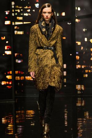 Показ Donna Karan New York коллекции сезона Осень-зима 2015-2016 года prêt-à-porter - www.elle.ru - Подиум - фото 593905