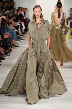 Показ Ralph Lauren коллекции сезона Весна-лето 2015 года prêt-à-porter - www.elle.ru - Подиум - фото 587162