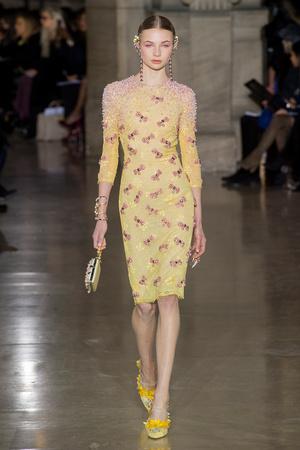 Показ Georges Hobeika коллекции сезона Весна-лето  2017 года Haute couture - www.elle.ru - Подиум - фото 616302