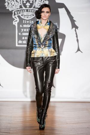 Показ On Aura Tout Vu коллекции сезона Весна-лето 2013 года Haute couture - www.elle.ru - Подиум - фото 480259
