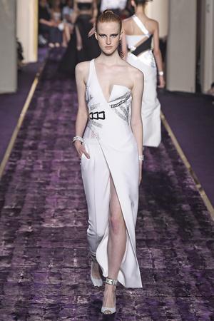 Показ Atelier Versace коллекции сезона Осень-зима 2014-2015 года Haute couture - www.elle.ru - Подиум - фото 584595