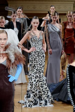 Показ Alexis Mabille коллекции сезона Осень-зима 2011-2012 года Haute couture - www.elle.ru - Подиум - фото 277052